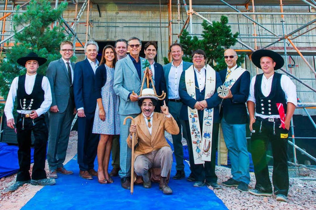 In Feierlaune: Die Macks beim Richtfes...mmerern Sven Heuberger und Alois Ehret    Foto: Olaf Michel