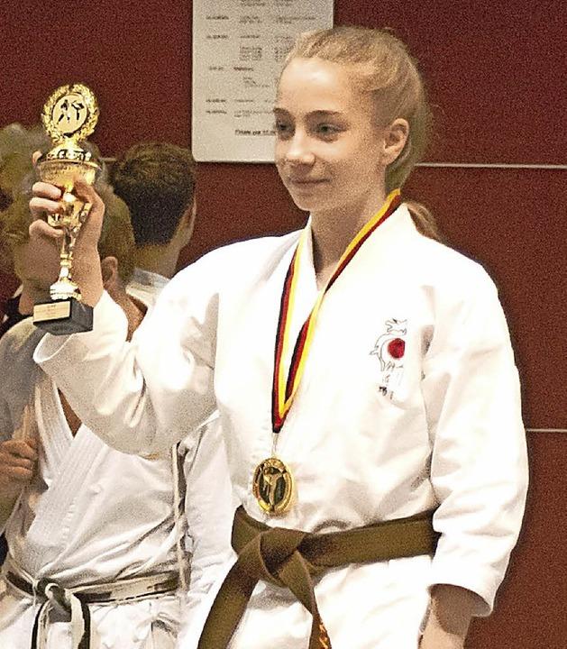 Stolz in Bochum: Karateka Chantal Köycü vom SV Kappel     Foto: salat