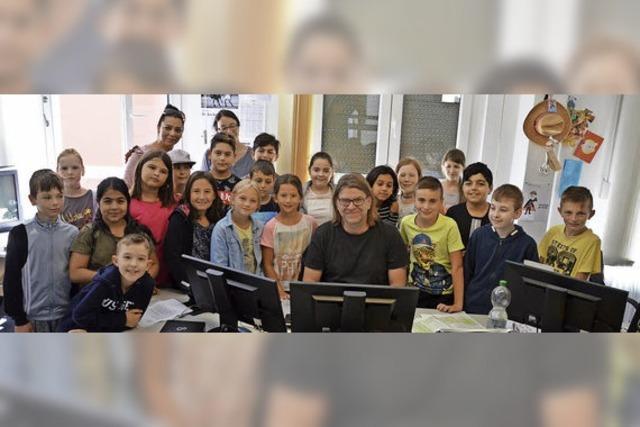 Luisenschule besucht die BZ-Redaktion