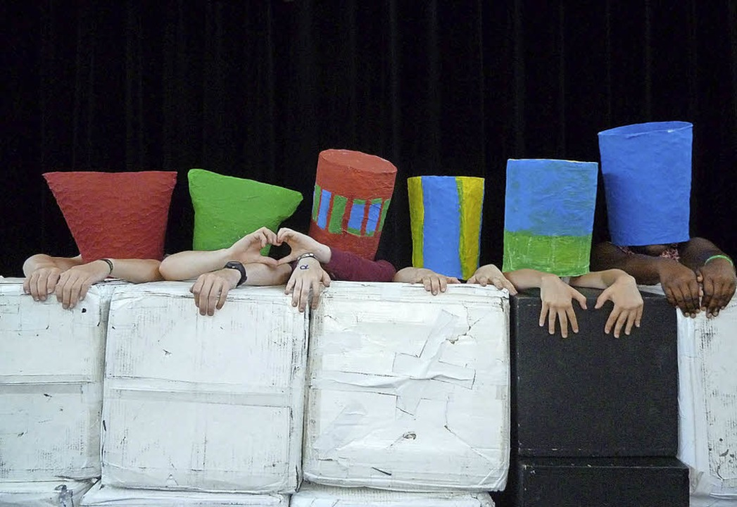 <BZ-FotoAnlauf>Musical II:</BZ-FotoAnl...Phänomen Liebe überrascht die Aliens.   | Foto: Schule
