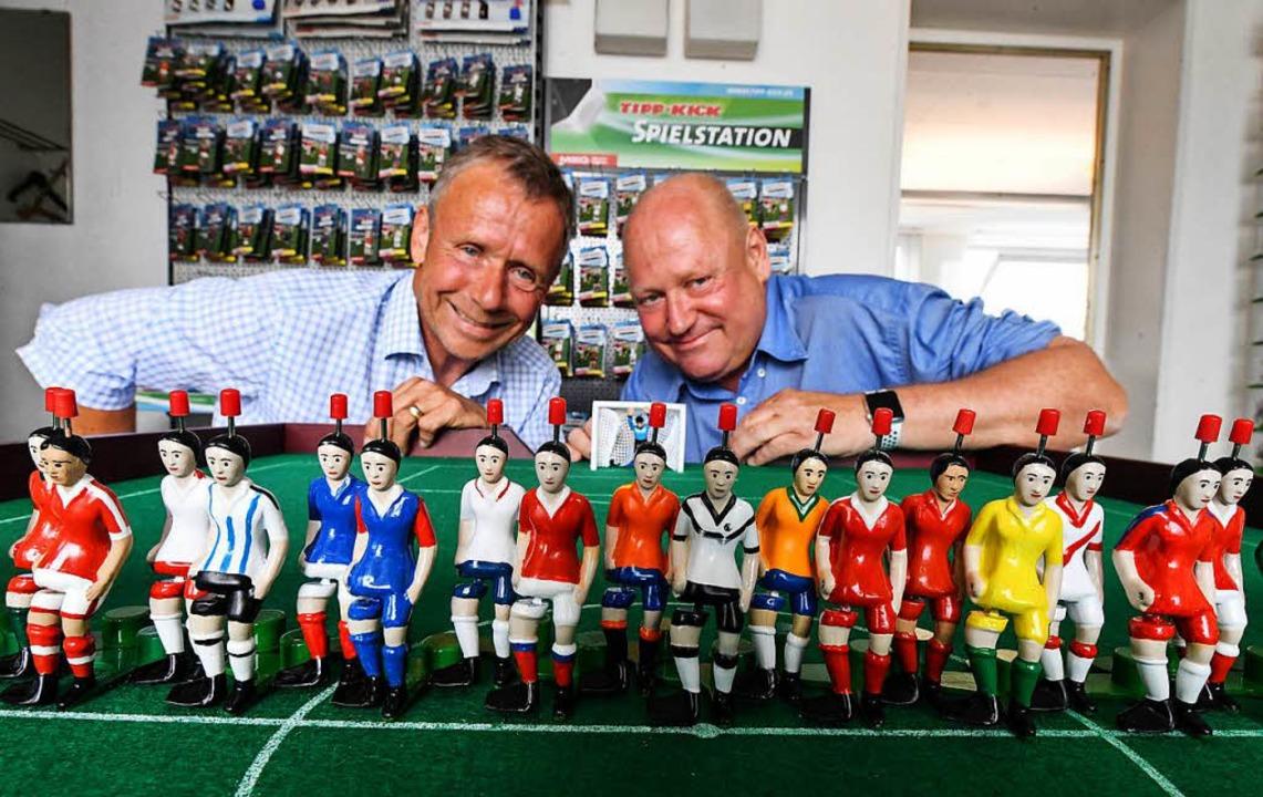 Die Geschäftsführer Matthias (l) und J...k einen unverhofften Schub verschafft.  | Foto: dpa