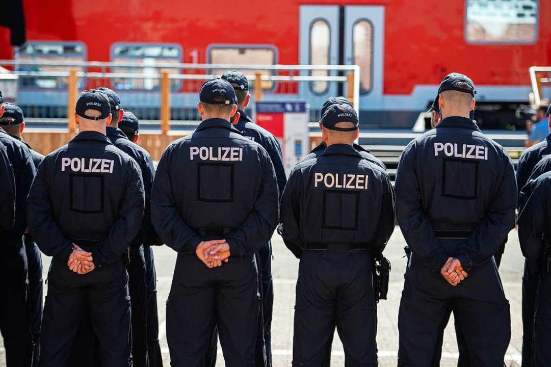Die Bundespolizei sperrte den Bahnhof ab (Symbolbild)    Foto: dpa