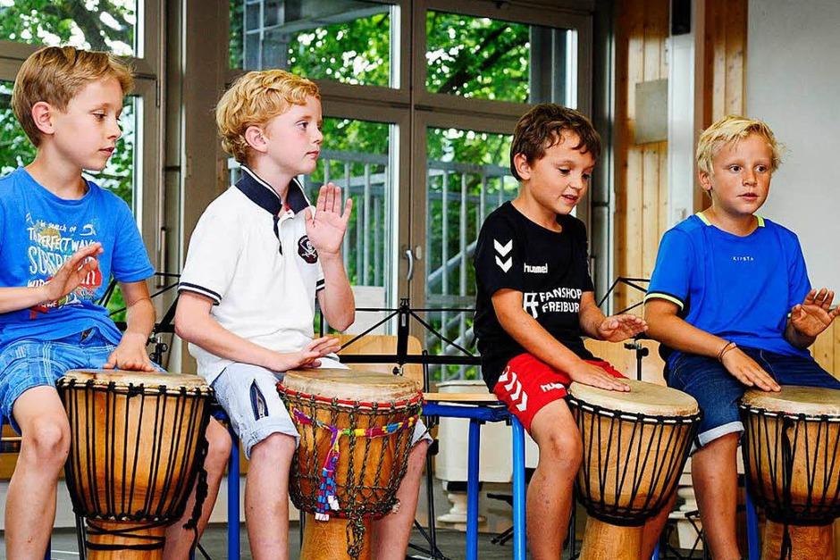Das Musiksommerfest der JMS Südlicher Breisgau fand 2018 in Kooperation mit der Thaddäus-Rinderle-Schule in Staufen statt. In der Aula der Schule zeigten die jungen Musiker ihr Können. Die Jugendkapelle spielte später noch im Hof. (Foto: Bernhard Seitz)