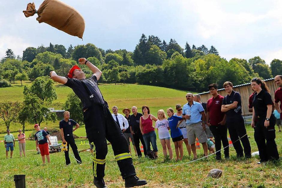 Sackweitwurf war eine der kuriosen Disziplinen der Boller Highlandgames. (Foto: Martha Weishaar)