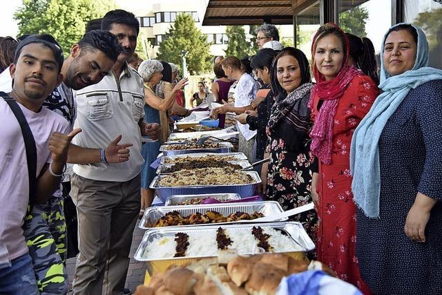 Flüchtlinge feiern in der Gemeinschaftsunterkunft