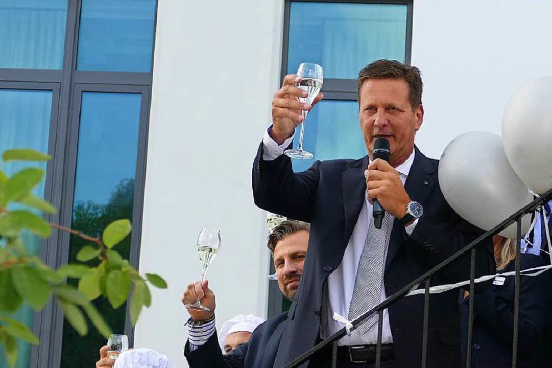 Hoch das Glas: Michael Hoferer  | Foto: Peter Gerigk