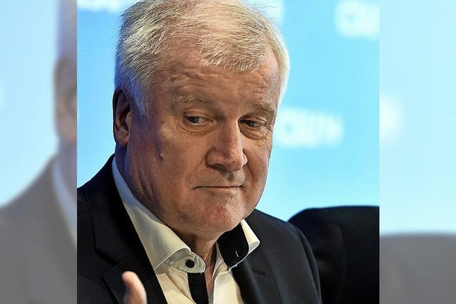 Seehofer bietet Rücktritt an