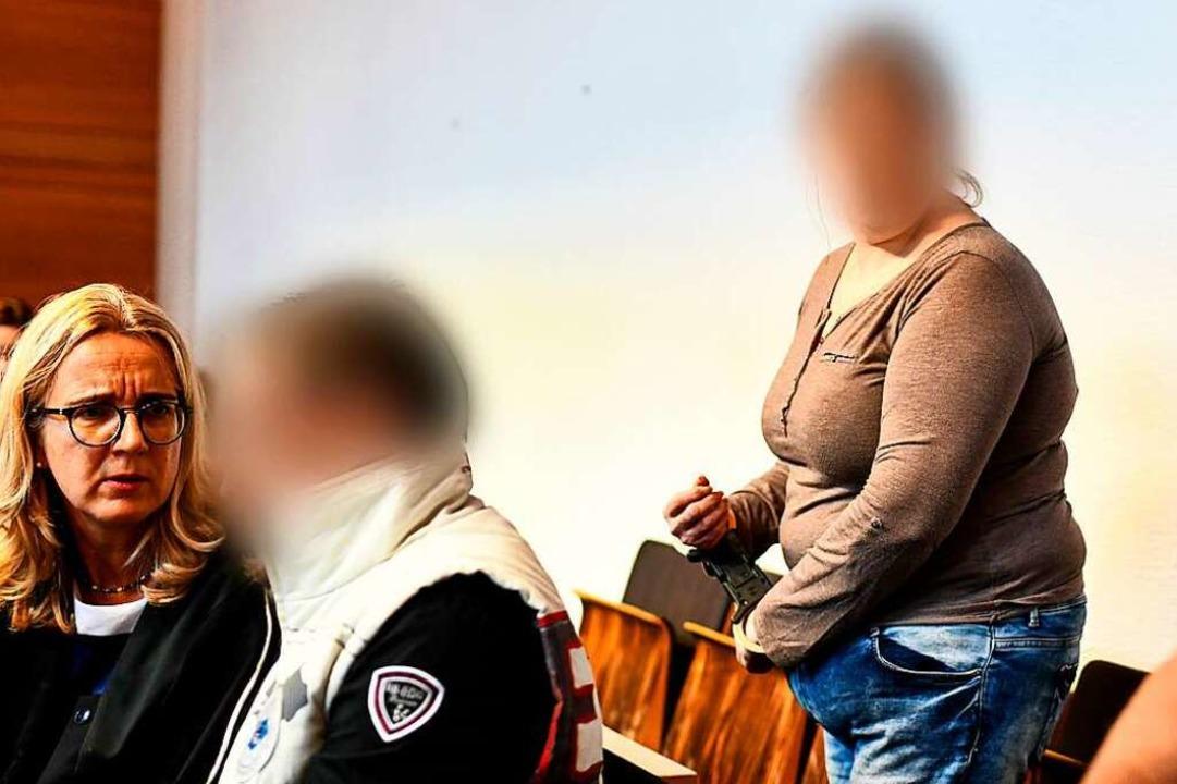 Berrin T. und Christian L. (links) auf der Anklagebank im Landgericht Freiburg.  | Foto: dpa