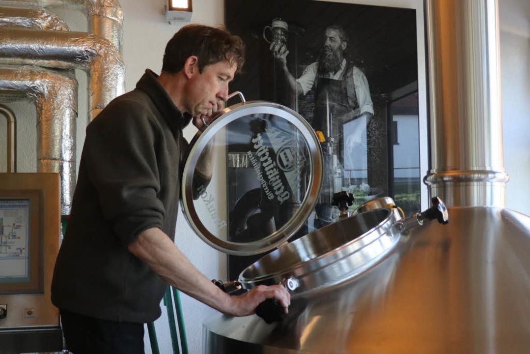 Joachim Rogg in der Rogg-Brauerei Lenzkirch  | Foto: Otto Schnekenburger