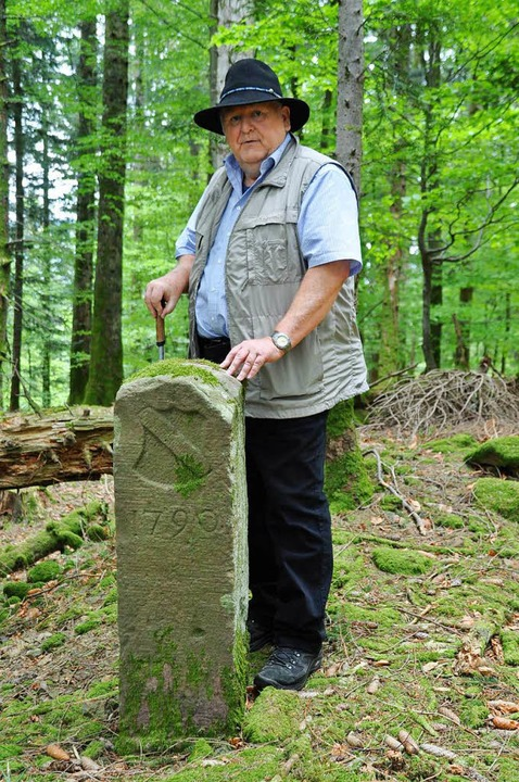 Dieser Grenzstein, an dem Historiker W...sich in der sogenannten Holderschanze.  | Foto: Nicolai Kapitz