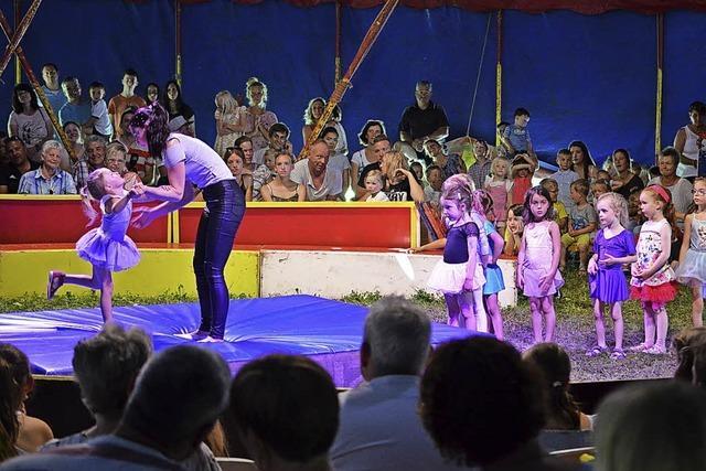 Kleine Kinder machen großen Zirkus