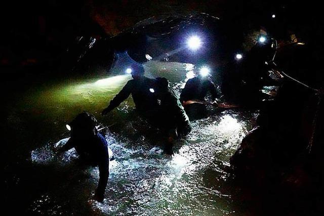 Jungen-Fußballteam in Höhle in Thailand unversehrt entdeckt