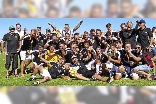 Der JFV Untere Elz bejubelt den Pokalsieg