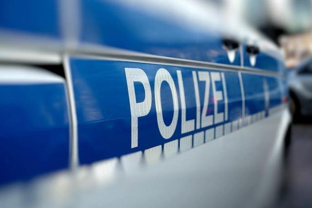 Polizei verteilt am Lörracher Schwimmbad 88 Strafzettel an Falschparker