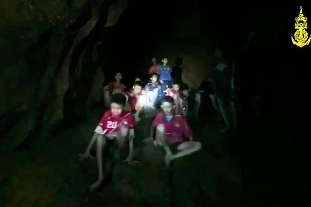 Eingeschlossenenes Fußballteam in thailändischer Höhle muss noch auf Rettung warten