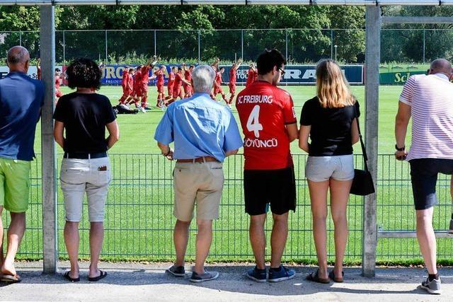 Zum Trainingsauftakt des SC Freiburg kamen 150 Seitenlinien-Experten