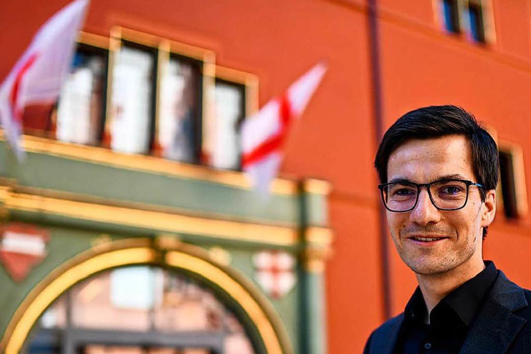 Martin Horn vor seinem neuen Arbeitsplatz: dem Freiburger Rathaus  | Foto: dpa