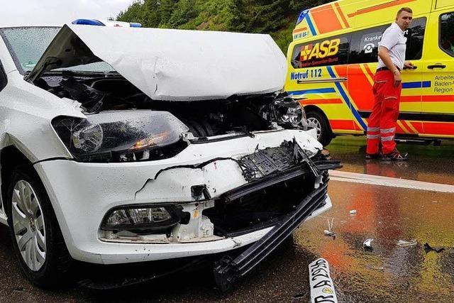 Sieben Verletzte nach Unfall auf der