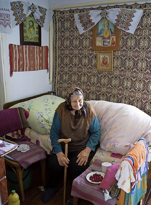 Hausbesuch bei einer alten Frau in der Ukraine   | Foto: Manuel Hisam