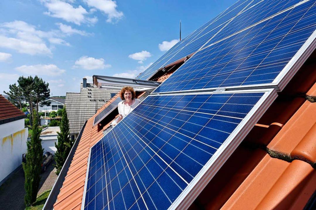 Ria Thieme (57) aus St. Georgen sorgt ...ltaikanlage für emissionsfreien Strom.  | Foto: Thomas Kunz