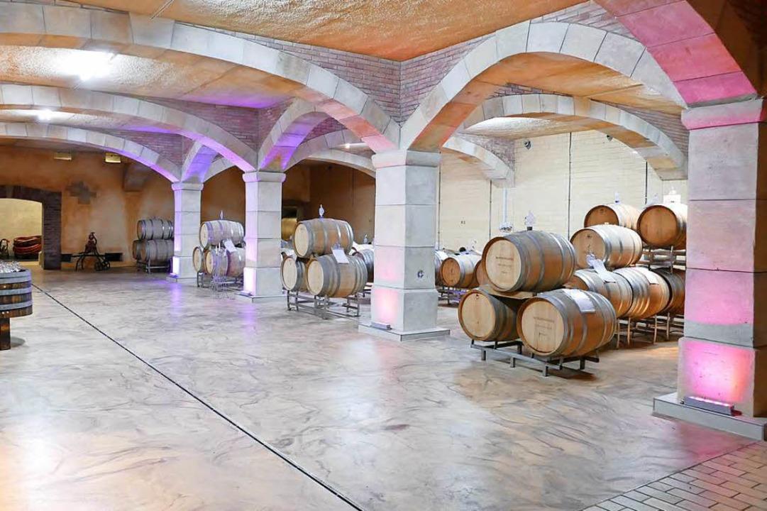 Im neuen Barriquekeller der WG Oberbergen werden auch Weinproben stattfinden.  | Foto: Gerold Zink