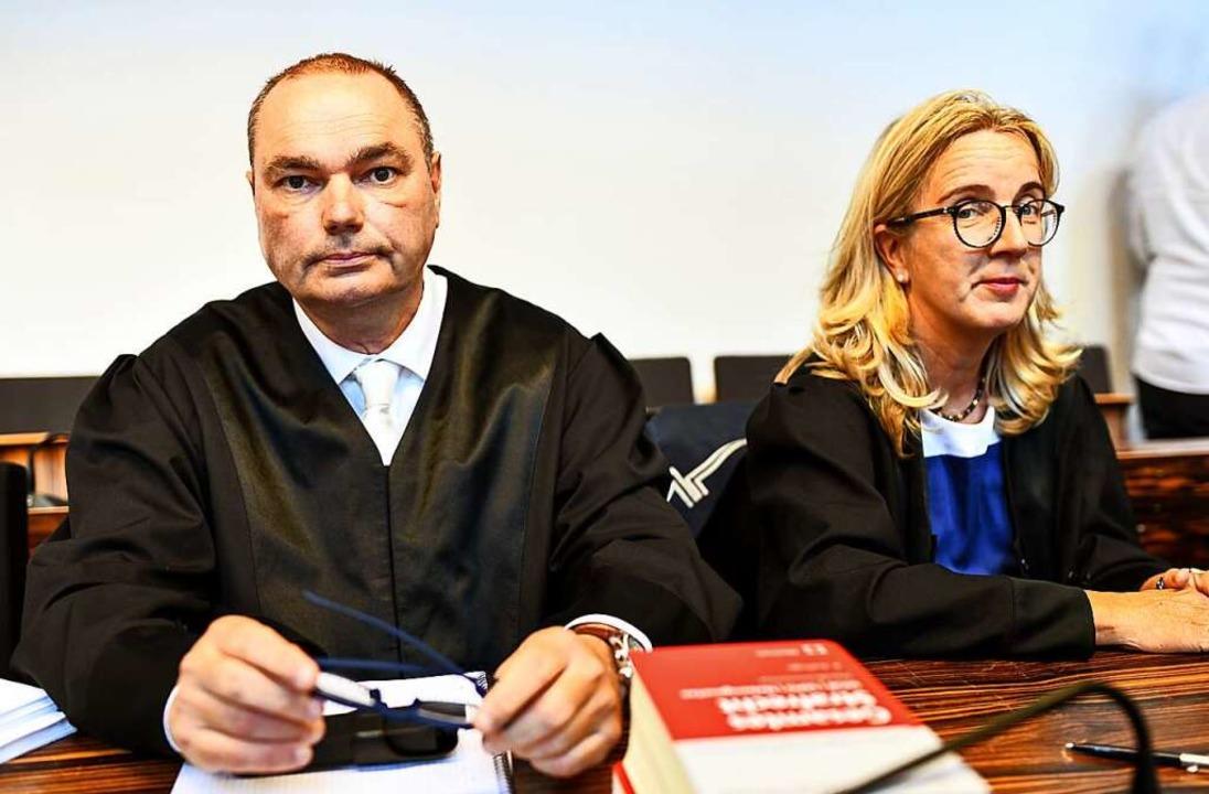 Die beiden Verteidiger: Matthias Wagne..., Martina Nägele vertritt Christian L.  | Foto: dpa