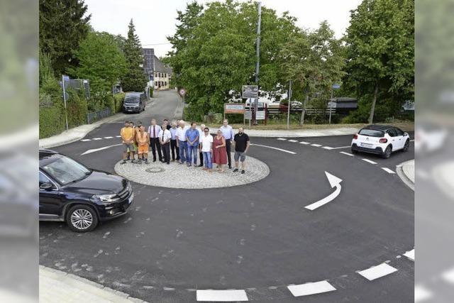 In Waltershofen gibt es jetzt einen zweiten Kreisverkehr