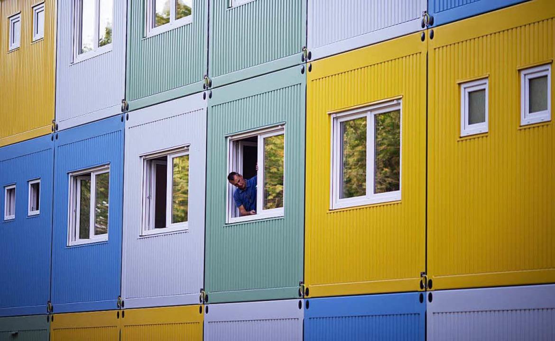 Letzte Arbeiten erledigt ein Hausmeist...terkunft für Flüchtlinge. (Archivbild)  | Foto: dpa