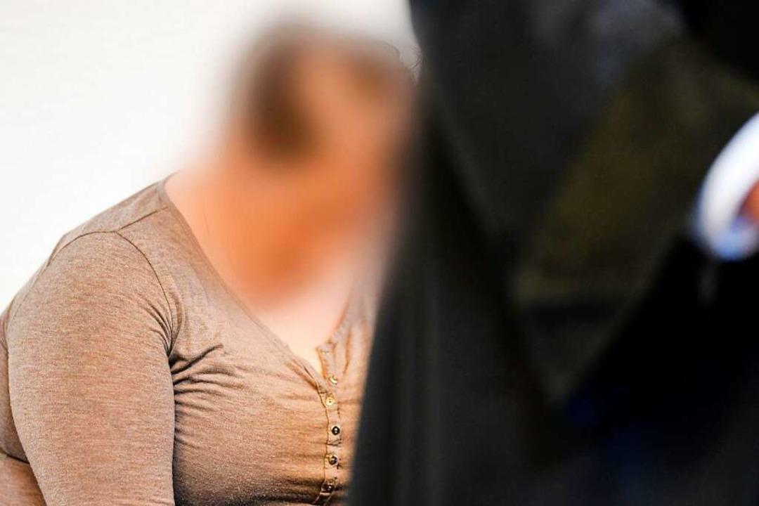 Videos zeigen, dass Berrin T. ihren ei...sgefährten schwer sexuell missbrauchte  | Foto: dpa