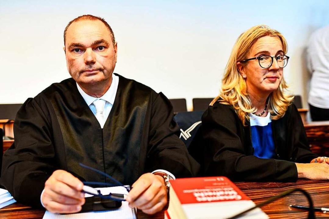 Die Verteidiger: Matthias Wagner vertritt Berrin T., Martina Nägele Christian L.  | Foto: dpa