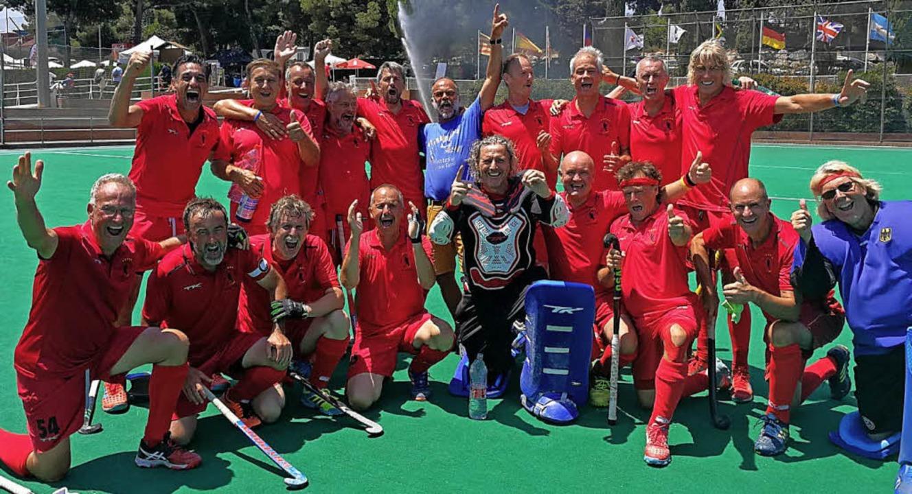 Das deutsche Team bejubelt den Erfolg ...ks vorne der Lahrer Jochen Bornemann.   | Foto: privat