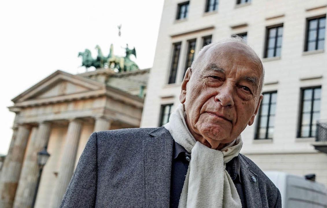 Wurde zum Ziel  wütender Angriffe unbe...:   Eugen Gomringer  im März in Berlin    Foto: dpa