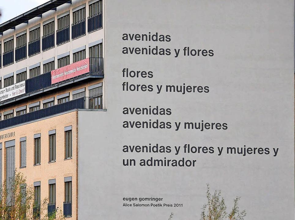 """Ausgerechnet ein Gedicht von Gomringer...ung"""" von """"avenidas""""     Foto: dpa"""