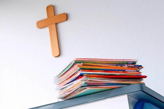 Genehmigte Privatschulen müssen keinen Religionsunterricht anbieten
