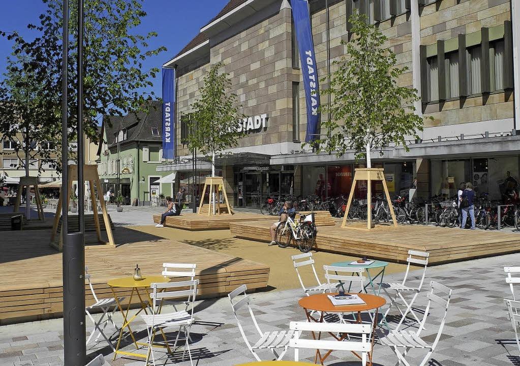 Der neu gestaltete Lindenplatz in Offe...ommenden Freitag festlich eingeweiht.   | Foto: Bruegel/Stadt