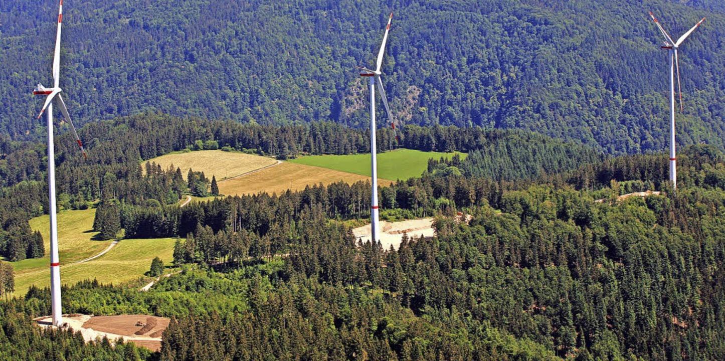 Der Hasler Windpark umfasst – zu...ktuell – drei Windkraftanlagen.   | Foto: Erich Meyer