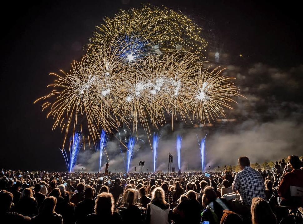 Spektakel sonders gleichen bieten die ...nen Feuerwerke der Flammenden Sterne.   | Foto: Joachim Mel