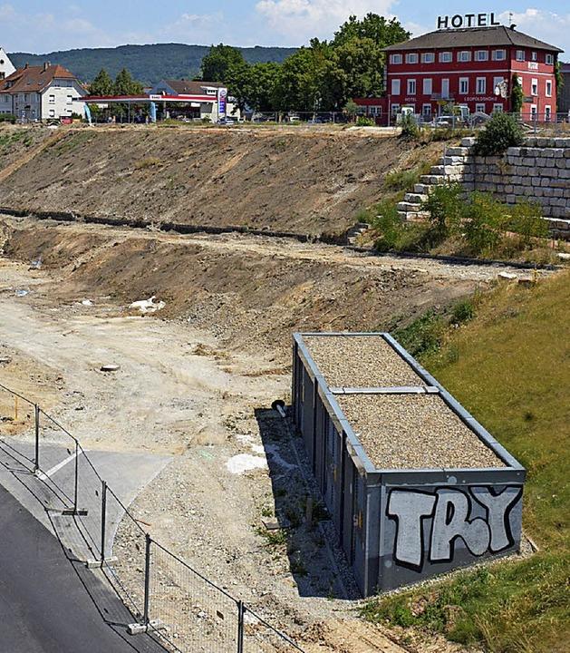 Das Gelände an der Hangkante ist für d...rojekt Dreiländergalerie vorbereitet.   | Foto: Lauber