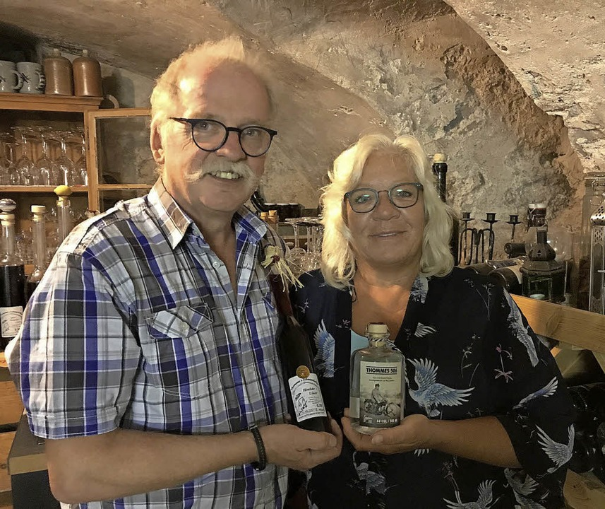 London Dry Gin aus Wallbach, Thomas Th...mas Thomann mit seiner Ehefrau Yvonne.    Foto: Nina Witwicki
