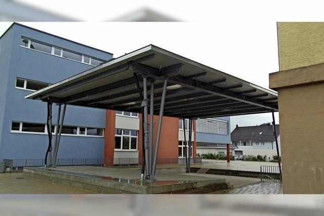 Schüler können auch bei Regen den Pausenhof nutzen