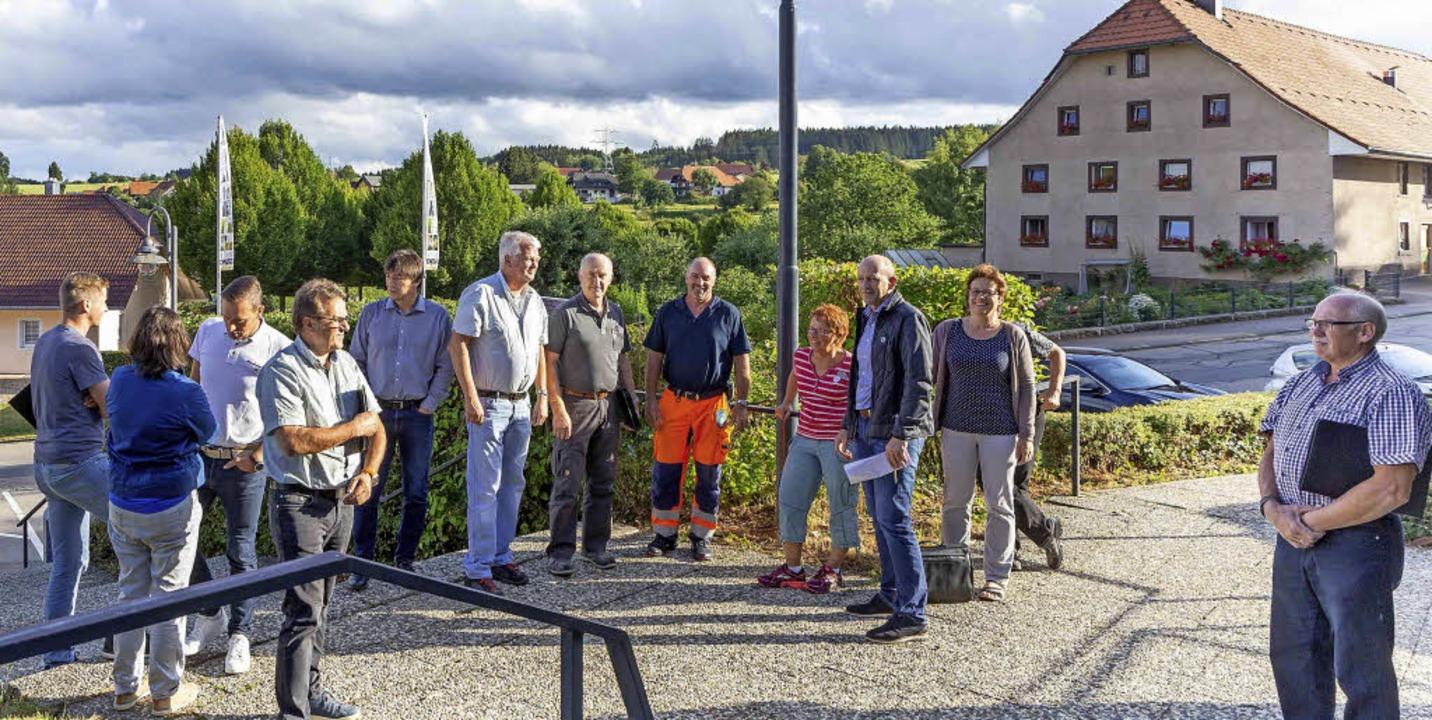 Vor-Ort-Termin: Der Gemeinderat nahm d...htung Hallenbad genau unter die Lupe.   | Foto: Wilfried Dieckmann