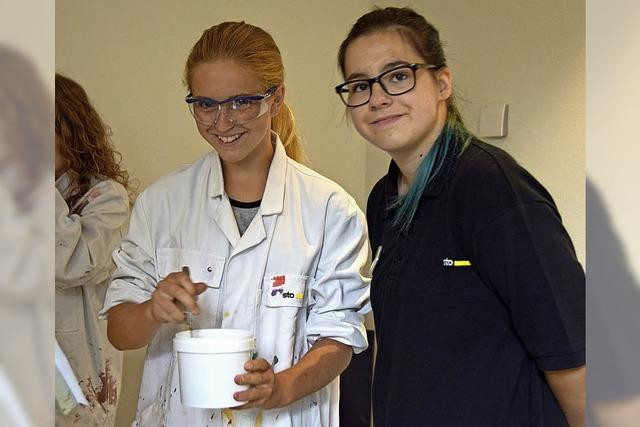 Jugendliche entdecken bunte Ausbildungswelt