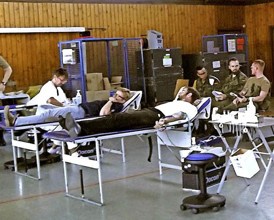 134 Personen, darunter Soldaten der Pa...spendeaktion in Ewattingen beteiligt.     Foto: Rittner