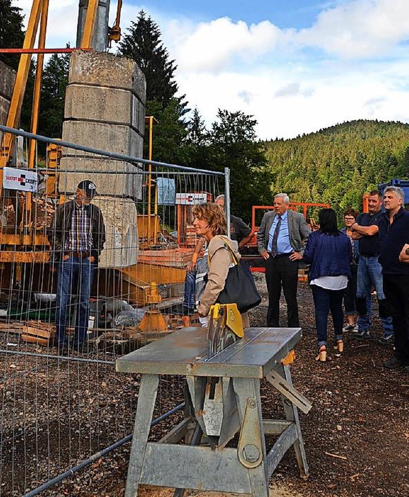 Nicht so wie gewünscht gehen die Arbei... Gemeinderäte über den Baufortschritt.  | Foto: Sahli