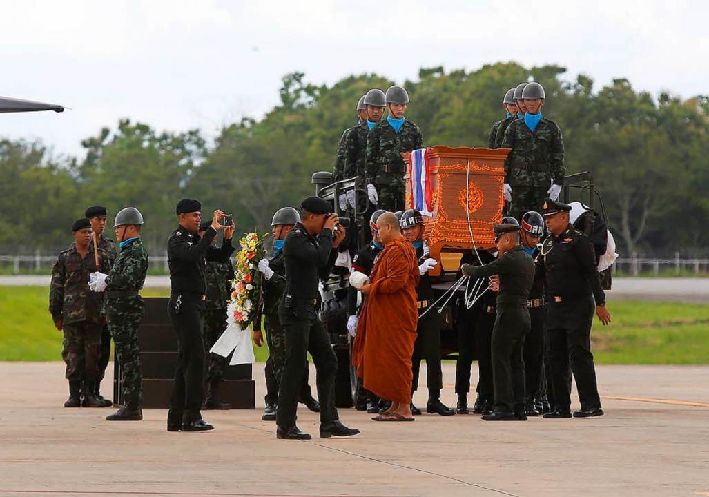 Ein Helfer ist bei seinem Einsatz bereits gestorben.  | Foto: dpa