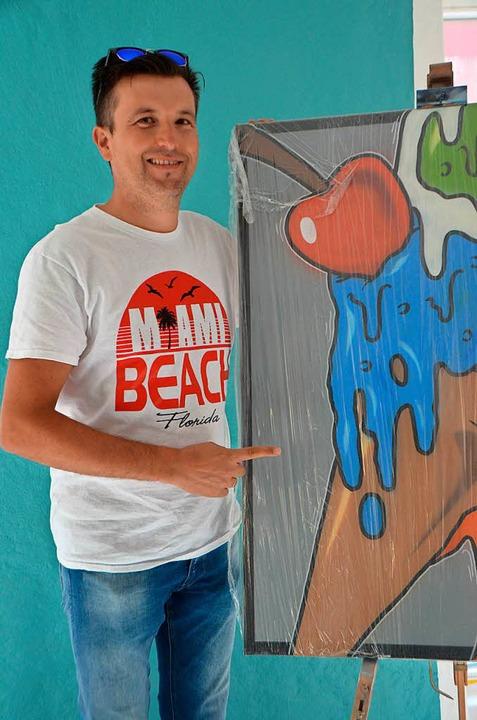 Bruno Santin setzt die Familientraditi...eröffnet er die Eismanufaktur Santin.   | Foto: Gerhard Walser