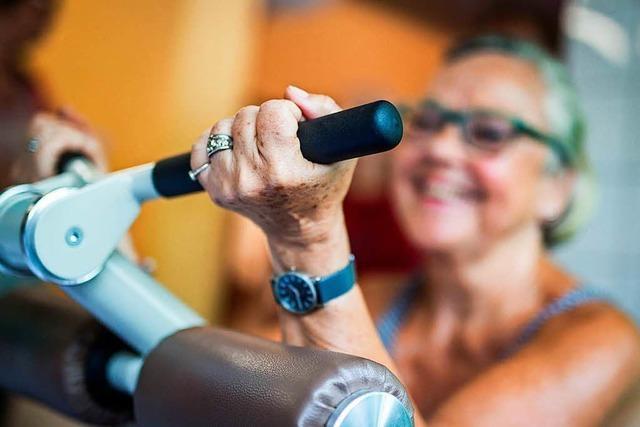 Immer mehr ältere Menschen trainieren in Fitnessstudios