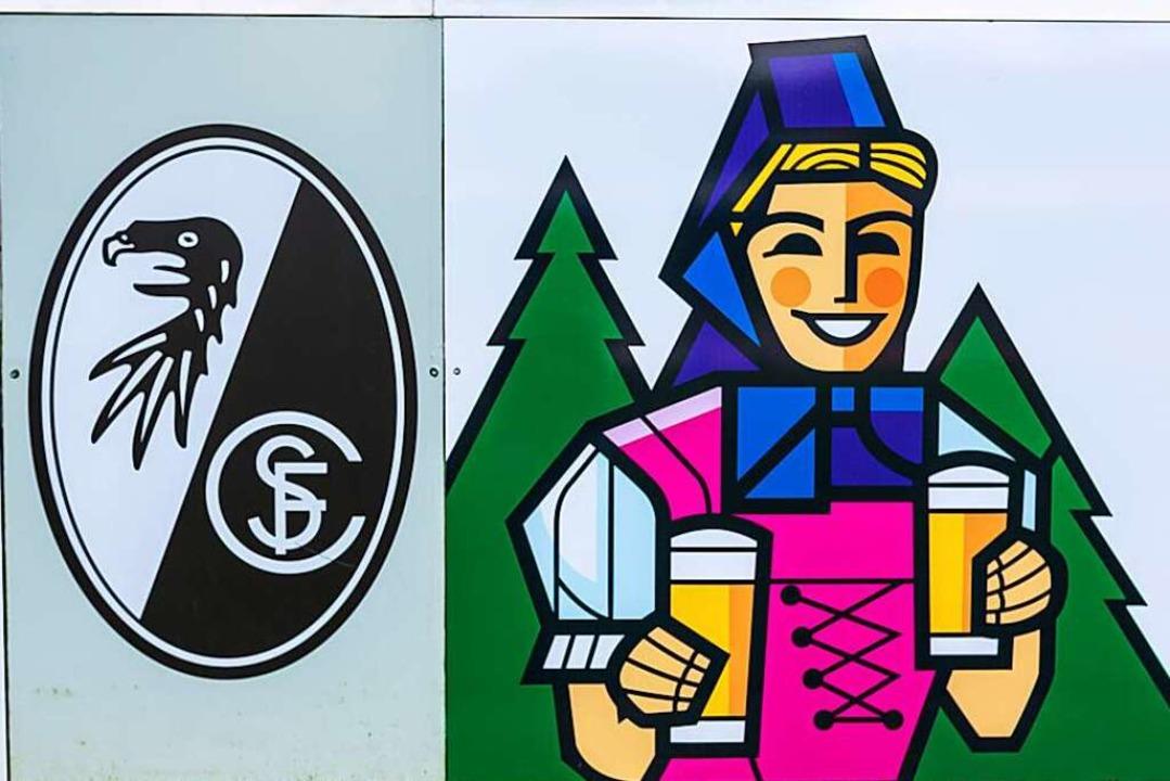 Kapital fließt nicht zwischen dem SC Freiburg und Rothaus, Bier aber schon.  | Foto: Carlotta Huber