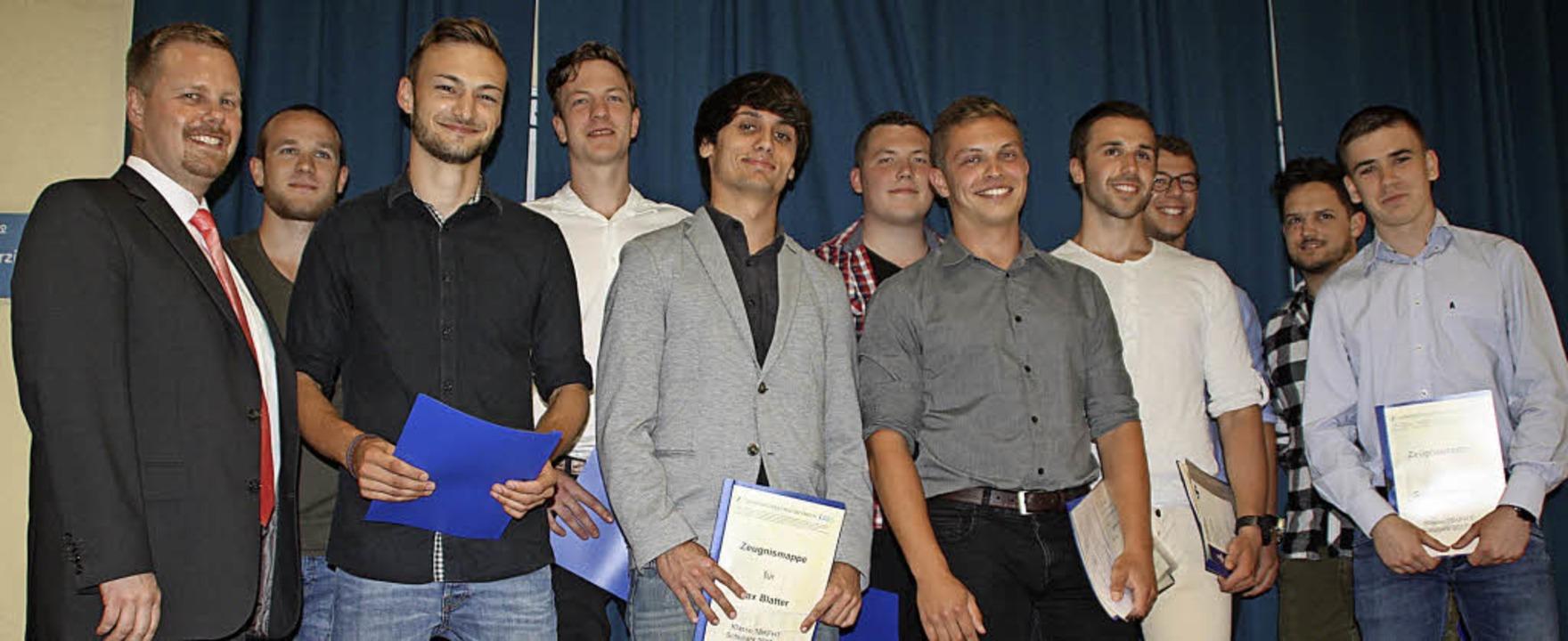 Die Besten des einjährigen Berufskolle... Wendt und Sebastian Hug (von links).     Foto: Gerd Leutenecker