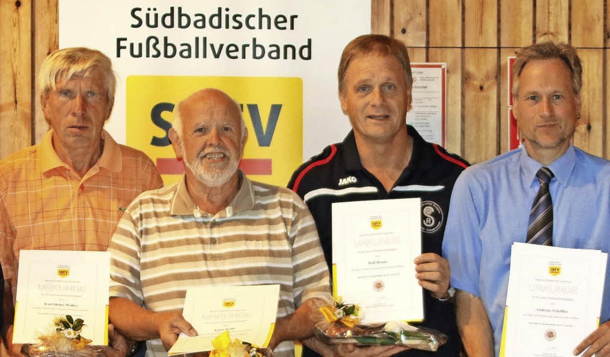 Ausgezeichnete Referees (von links): K...ersammlung in Lenzkich-Kappel geehrt.   | Foto: joachim hahne